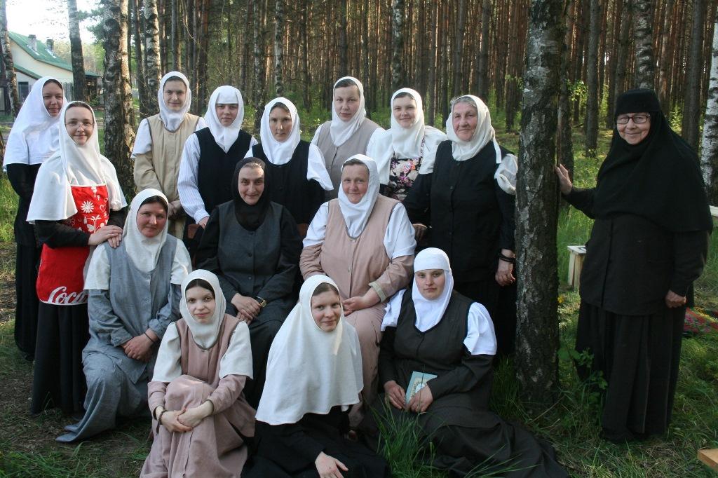 с сестрами в монастырском скиту.jpg