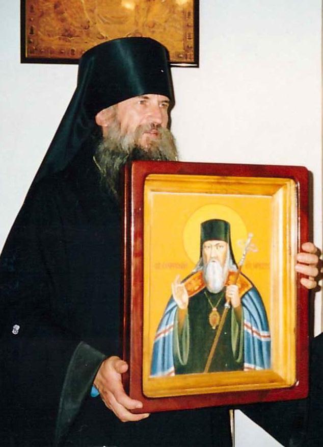 Епископ Софроний (Ющук) в монастырской трапезной 2001 год.jpg